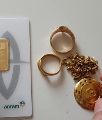 investasi emas batangan atau emas perhiasan