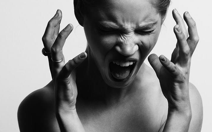 stress salah satu akibat bahaya pinjaman online
