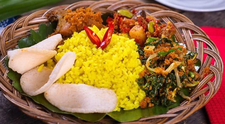 usaha kuliner jual nasi kuning